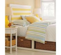 stripe-in-bedroom-beach-style1