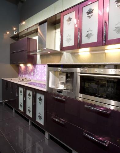 кухня фиолетового цвета фото.