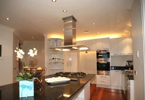 Дизайны маленькой кухни с газовой колонкой фото