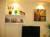 lighting-livingroom-decorating-shelves5