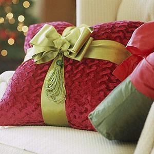 creative-pillows-ad-ribbon-n-trim1