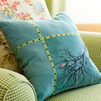 creative-pillows-ad-ribbon-n-trim3
