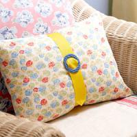 creative-pillows-ad-ribbon-n-trim6