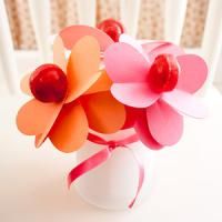 valentine-decor-candy-n-flowers4