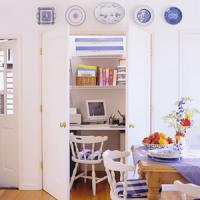 mini-home-office-in-closet10
