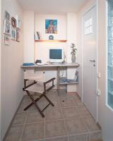 mini-home-office-nook-between-wall9
