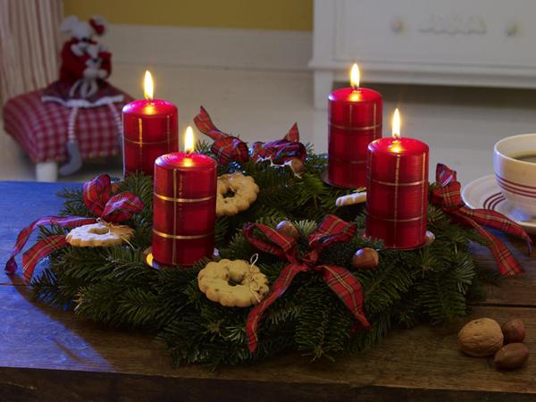 Новогодняя композиция со свечами на стол своими