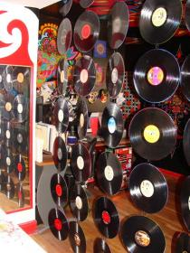 creative-ideas-from-recycled-vinyl-records3
