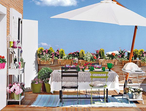 Наряд для балкона или маленькой террасы: 4 красочных сюжета в деталях