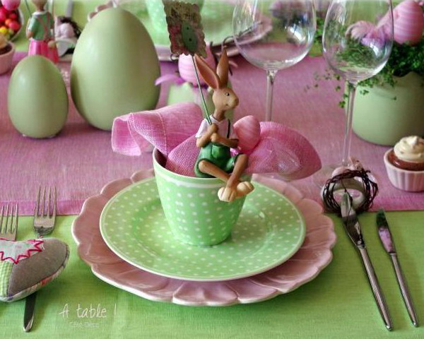 easter-rose-and-green-table-setting