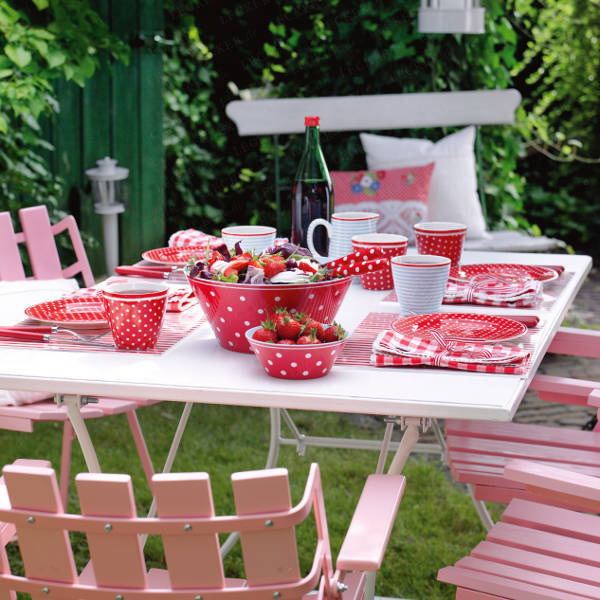strawberry-season-table-setting
