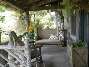 rustic-style-porch-show-tour1