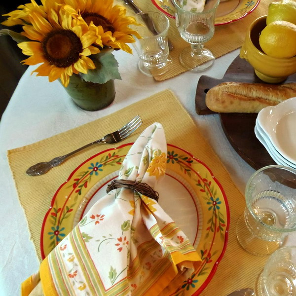 breakfast-in-provence-table-setting