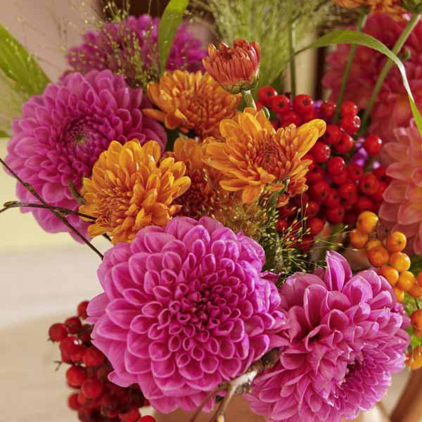 delightful-dahlias-in-floristic-ideas