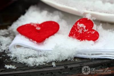 outside-valentine-tablescape-ideas14