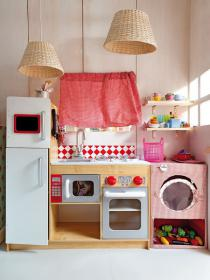 little-house-in-attic-kidsroom3