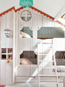 little-house-in-attic-kidsroom7