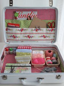 diy-crafty-suitcase2