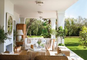 outdoor-livingrooms-12-inspiring-solutions10