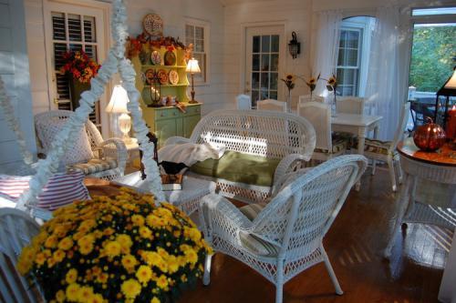 autumn-decor-to-one-porch1