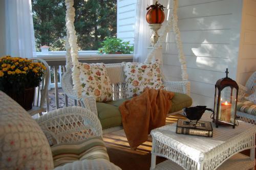 autumn-decor-to-one-porch2
