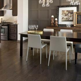 dark-wood-flooring-harmonious-furniture3-4