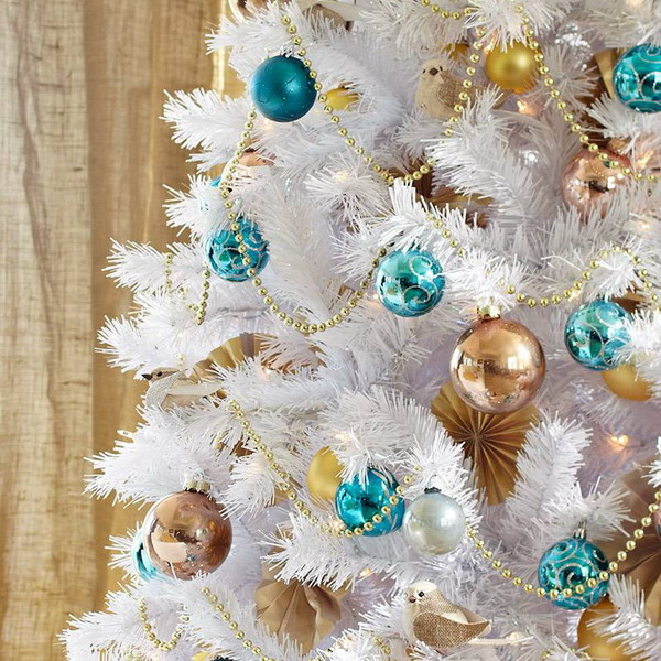 white-christmas-tree-beautiful-decoration