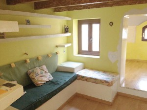 tiny-attic-apartment-makeover-before1