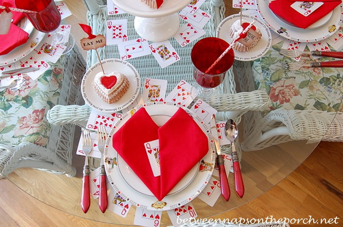 alice-in-wonderland-valentine-day-table-setting3