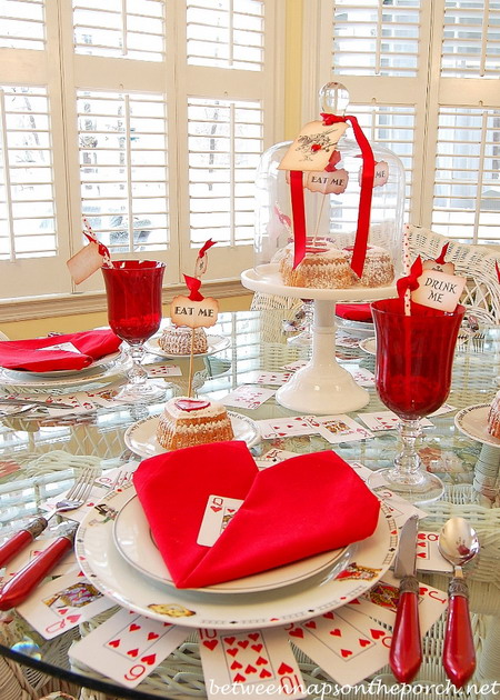 alice-in-wonderland-valentine-day-table-setting4
