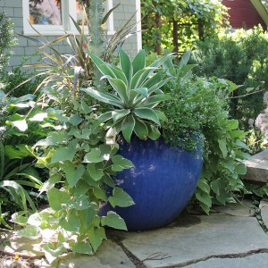 creative-use-large-pots-and-containers-in-garden14-1