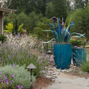 creative-use-large-pots-and-containers-in-garden14-2