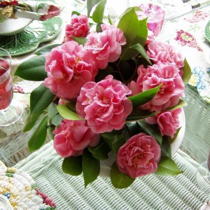 spring-tablescape-with-camellias5