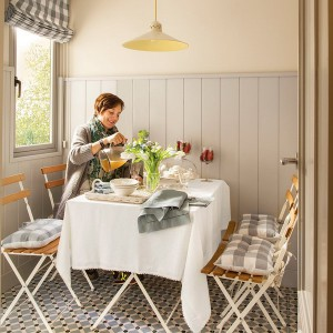small-narrow-kitchen-with-dining-table11