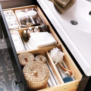cosmetics-organizing-in-bathroom10-1