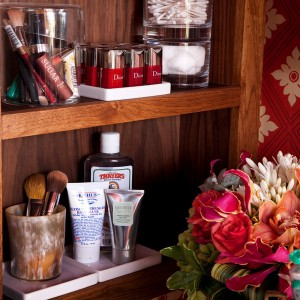 cosmetics-organizing-in-bathroom13-2