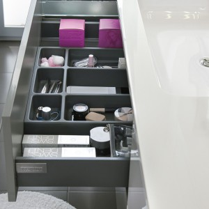cosmetics-organizing-in-bathroom3-1
