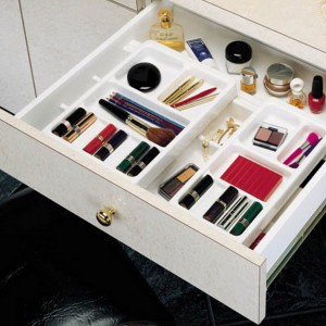 cosmetics-organizing-in-bathroom4-2