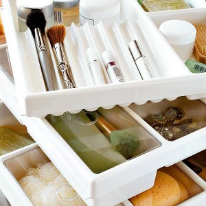 cosmetics-organizing-in-bathroom8-1