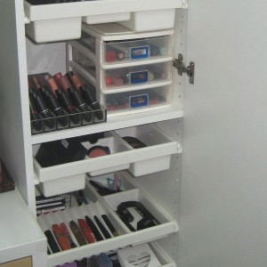 cosmetics-organizing-in-bathroom8-2