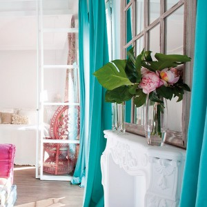 feminine-apartment-with-bright-accents2