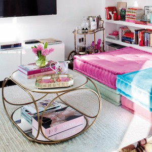 feminine-apartment-with-bright-accents8