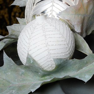 white-silver-christmas-floral-centerpiece-step1-1