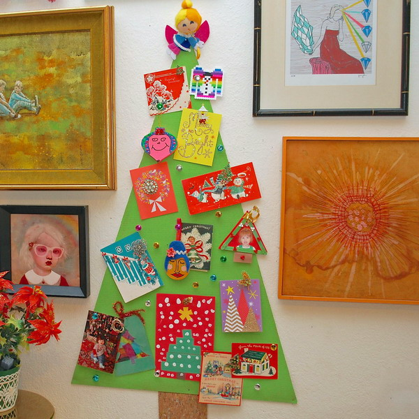 christmas-tree-made-of-holiday-cards