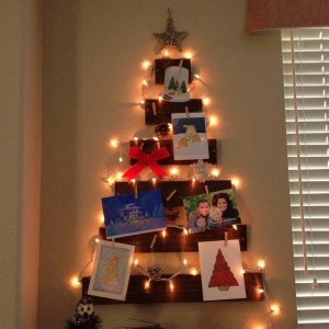 christmas-tree-made-of-holiday-cards11-1
