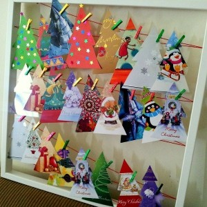 christmas-tree-made-of-holiday-cards16-1