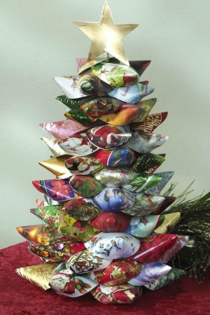 christmas-tree-made-of-holiday-cards16-4