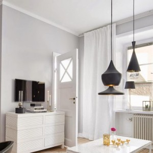 small-swedish-apartment-with-lamps-by-tom-dixon16