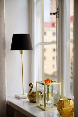 small-swedish-apartment-with-lamps-by-tom-dixon26
