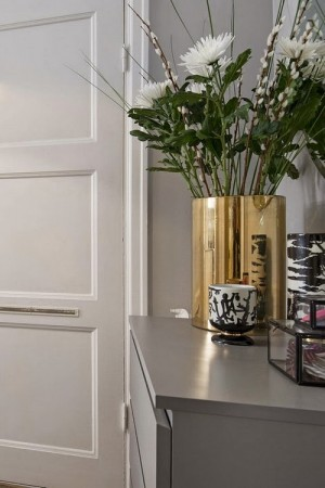 small-swedish-apartment-with-lamps-by-tom-dixon3